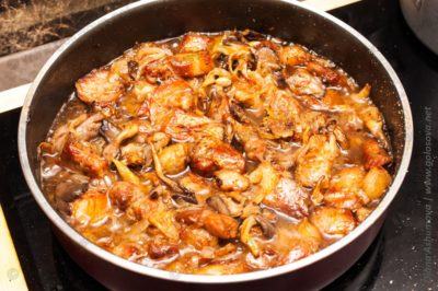 грибы со свининой на сковороде