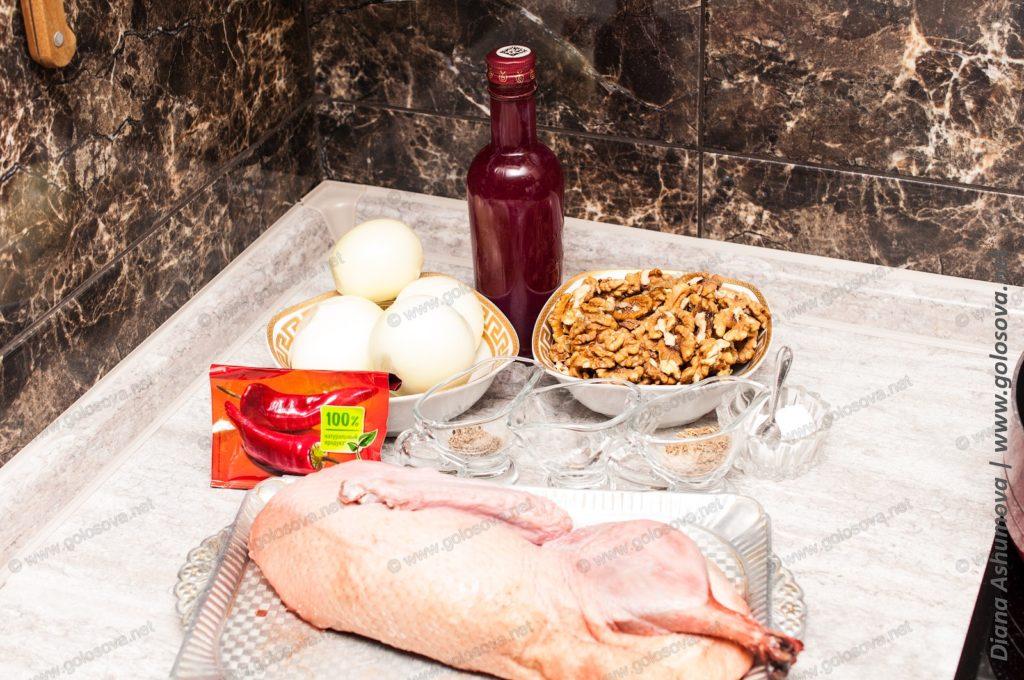 утка, грецкие орехи, гранатовый сок, лук и специи