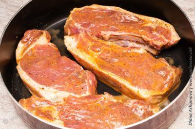 приготовить стейк из свинины в духовке