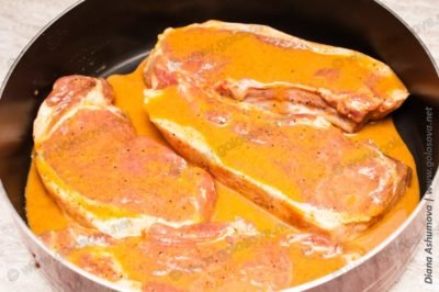 как запечь стейки свинины в духовке