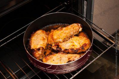 сочные стейки из свинины в духовке
