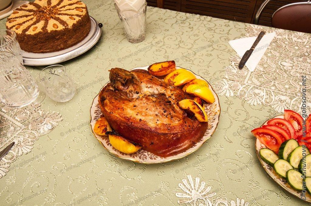 буженина из свинины с картофелем и айвой