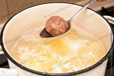 суп борщ с фрикадельками