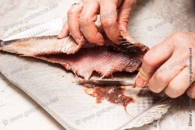 как почистить соленую селедку