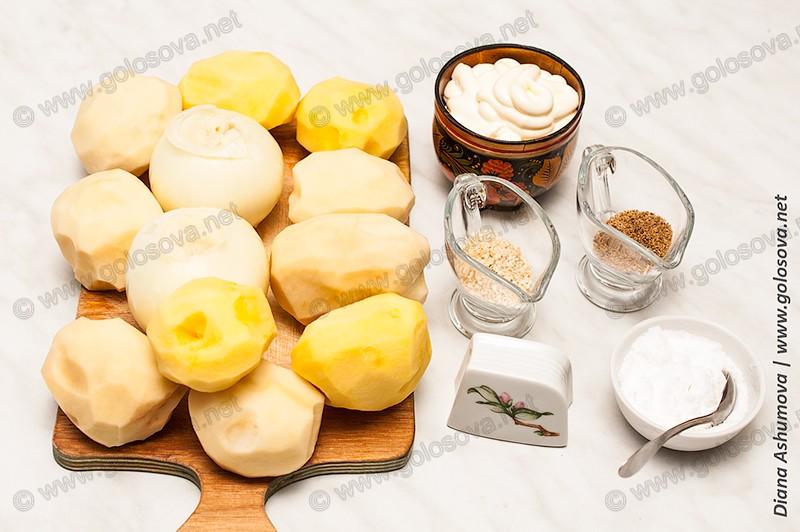 картофель, лук, майонез и специи