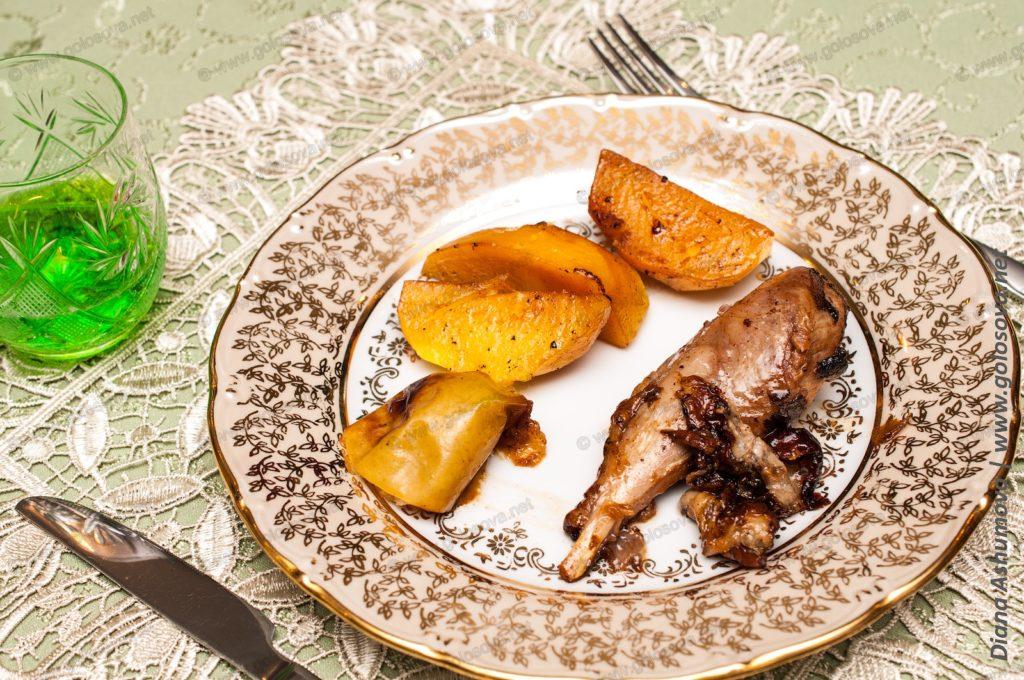 индейка с картошкой и яблоками