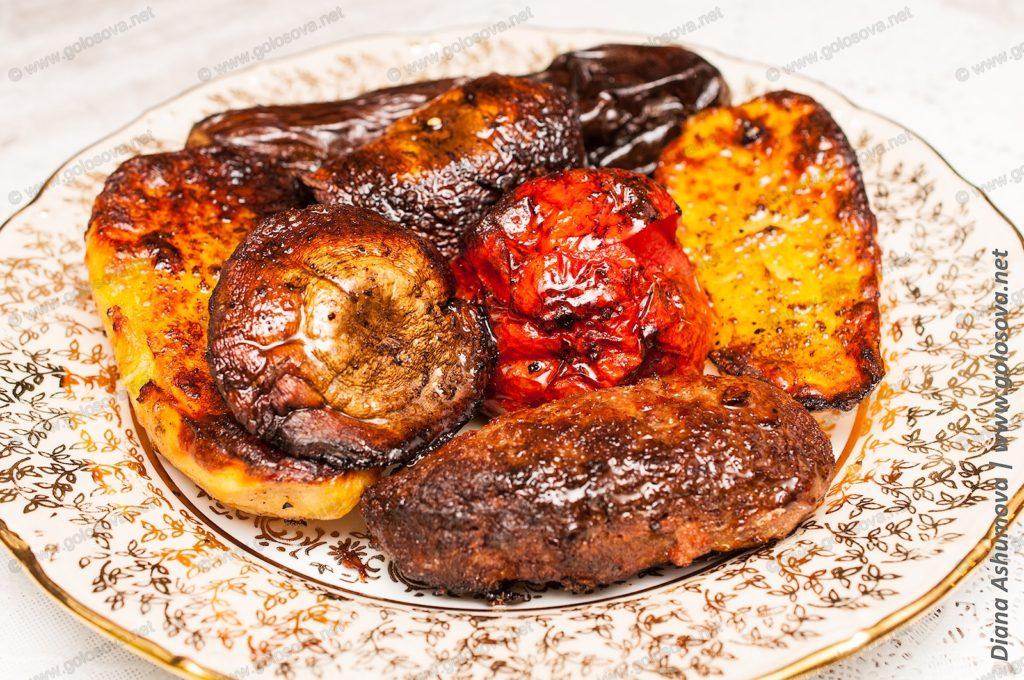 мясо запеченное с овощами и грибами в духовке