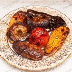 Мясо запеченное с овощами в духовке. Мясо запеченное с грибами в духовке.