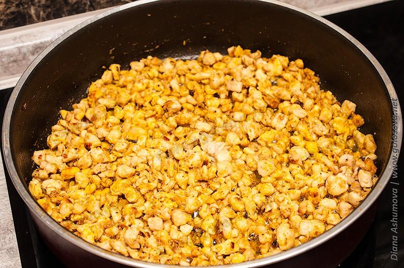пряное куриное филе на сковороде