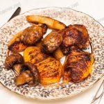 Курица запеченная с овощами и фруктами в духовке