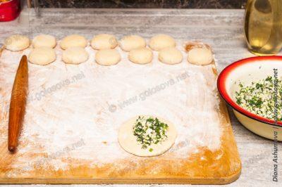 дрожжевые пирожки с яйцом и луком