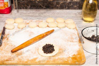 дрожжевые пирожки с грибами