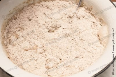 замешиваем серый хлеб