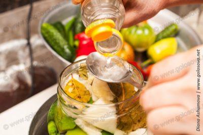 уксусная эссенция в овощное ассорти
