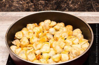 фото жареных пельменей на сковороде