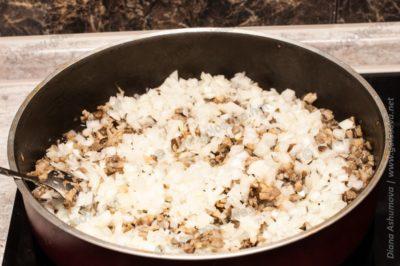 вешенки с луком на сковороде