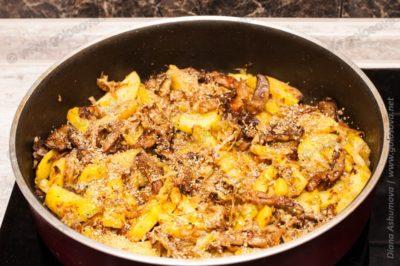 картошка, грибы и капуста с кориандром