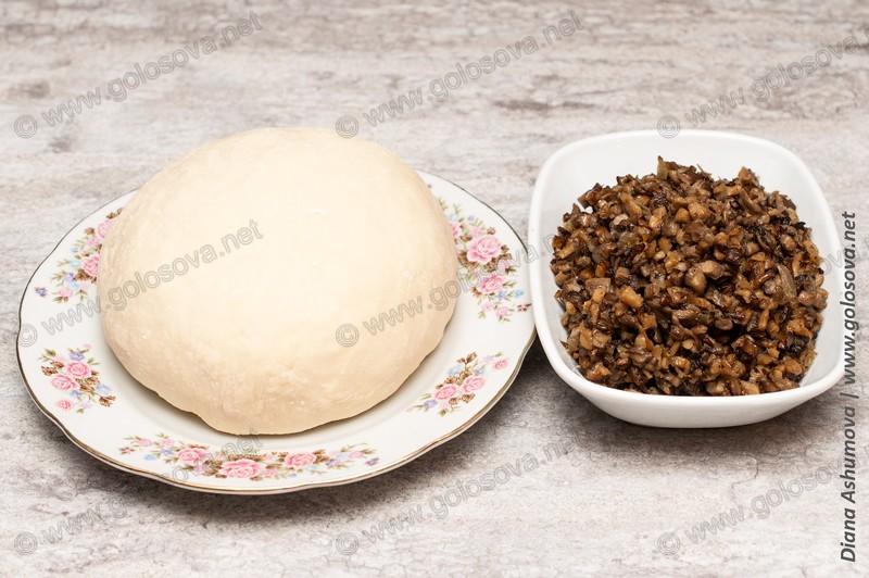 пельменное тесто и грибная икра