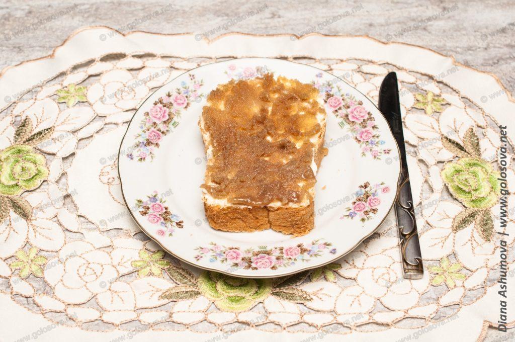 бутерброд с икрой сельди