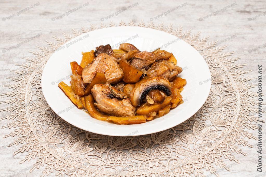 жаркое из курицы в горшочках с грибами