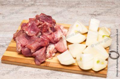 мясо с луком на фарш