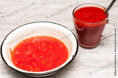 измельченный помидор и томатный сок