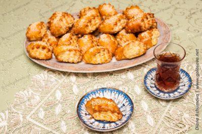 азербайджанская кята с черным чаем