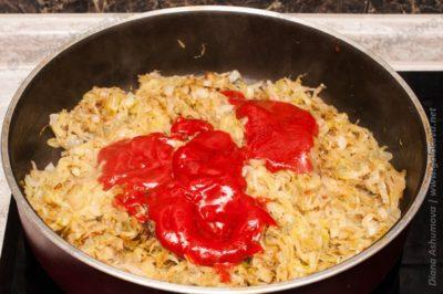 томатная паста в жареную капусту