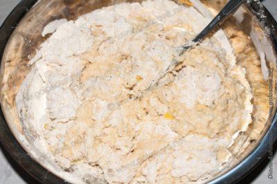 вымешиваем тесто на лепешки с фаршем