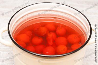 компот из абрикосов в кастрюле