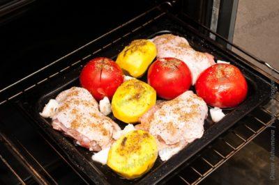 бедра куриные в духовке на противне