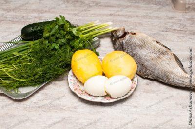 рыба и другие ингредиенты на окрошку