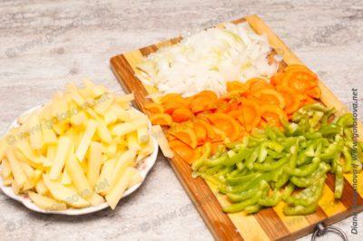 нарезанные овощи для рыбного супа