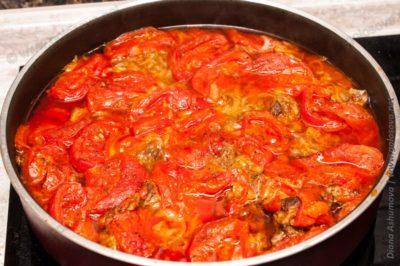 нежная баранина с помидорами