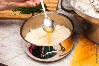 слой риса и масла в плове