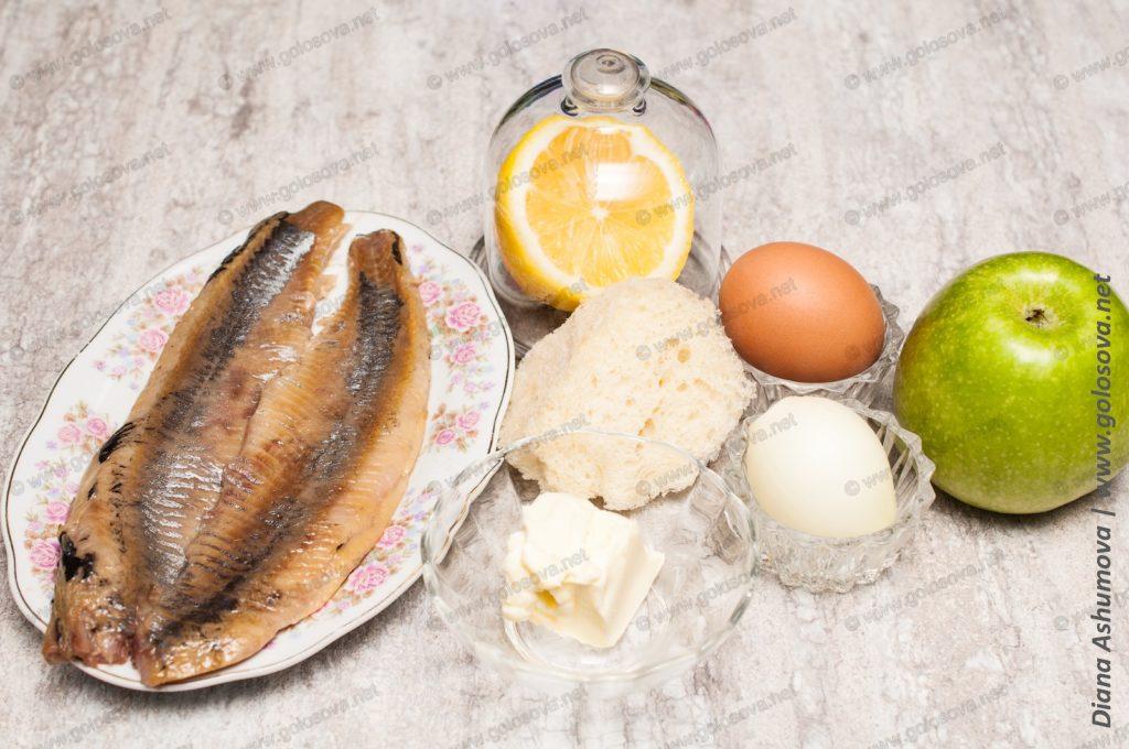 компоненты для форшмака с яблоком и яйцом