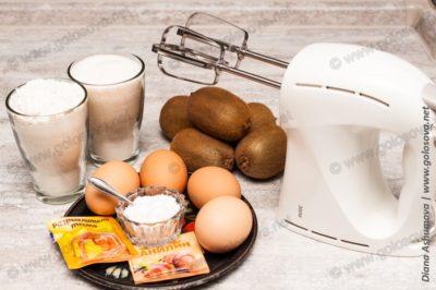 киви с яйцам с сахаром и мукой на шарлотку