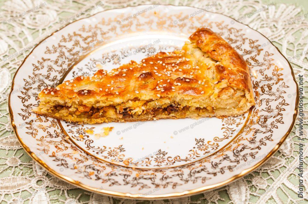 кусочек пирога с филе курицы