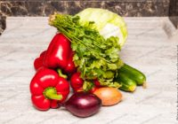 витаминный салат с перцем огурцами