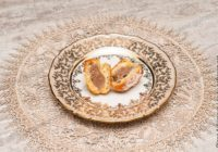 закусочные профитроли с начинкой с печенью