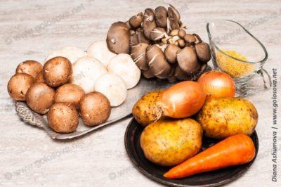 овощи, грибы и крупа на грибную похлебку