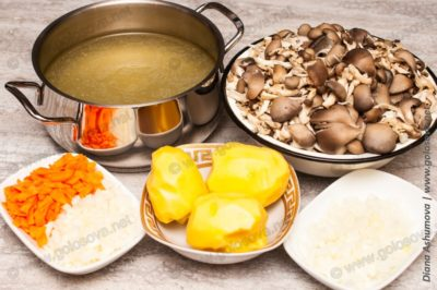 подготовленные ингредиенты на похлебку из грибов