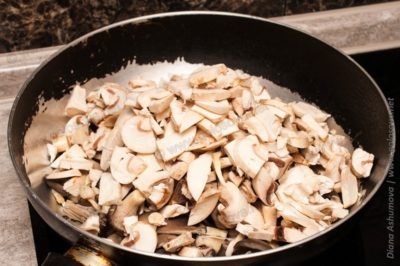 грибы на сковороде без масла